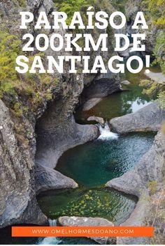 Uma série de cachoeiras com águas verde-transparente perto de Santiago - Chile. O Radal 7 Tazas é um dos parques nacionais que se pode visitar facilmente em uma viagem a Santiago.