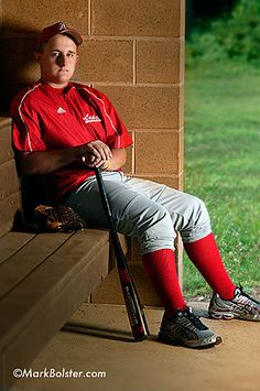 Senior Portrait Ideas for Baseball and Football Players « Sports Roses. Your passion for sports…expressed. Football Senior Photos, Baseball Pictures, Senior Pictures Boys, Sports Pictures, Senior Portrait Poses, Portrait Ideas, Softball Photography, Senior Photography, Softball Players