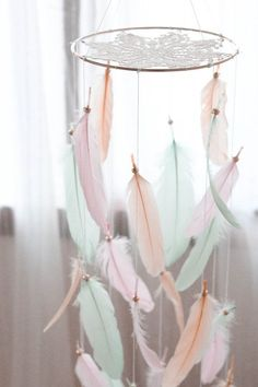 Baby Nursery Bohemian Feather Mobile Ideas For 2019 Boho Baby Shower, Baby Boy Shower, Baby Showers, Peach Nursery, Feather Mobile, Bohemian Baby, Baby Girl Princess, Pink Feathers, Girl Decor