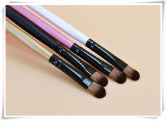 Alta Calidad Marca de Maquillaje Herramientas 1 UNID Pelo de Nylon 4 Colores Mango De Madera CEPILLO de SOMBRA de ojos Sombra de Ojos Maquillaje Herramienta