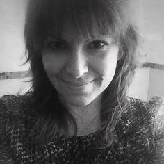 SILVIA VERSARI Copywriter: artigiana delle parole, operaia della comunicazione, wordaholic, digital q.b. Abbastanza ubiqua. Dicono sia donna, lei si sente lupo.