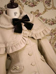 Gorgeous Vintage Style Coat @Maxime Rambourg (Abigail Baumann) how cute is this?!!!!!! Ah!!!!!
