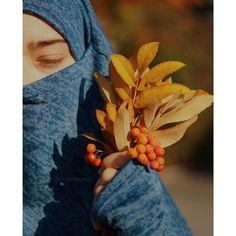 A woman's best jewellery is her shyness - Fathima رضي الله عنها Daisy Art, Hijab Fashionista, English Vocabulary Words, Islamic Pictures, Niqab, Amazing Women, Womens Fashion, Profile, Jewellery