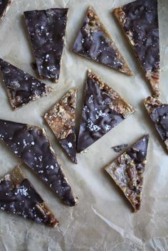 Graham crackers, pecans, butter, sugar, cream and chocolate. From Blue-Eyed Bakers! Salted Caramel Chocolate, Chocolate Chunk Cookies, Chocolate Bark, Candy Recipes, Sweet Recipes, Dessert Recipes, Easy Sweets, Bark Recipe, Special Recipes
