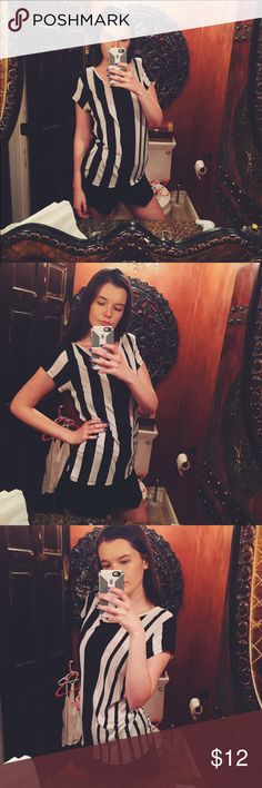 H&M black and white striped tee! Super fun and stylish! Really makes your outfit pop! So soft and comfy! Don't miss out! H&M Tops Tees - Short Sleeve