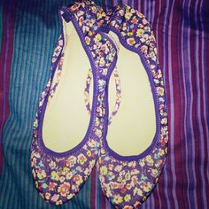 Gap Floral Slip On Shoes Size 10 Genuine Gap floral slip on size 10 woman shoes. Gently worn few times. Still with lots of life in them. GAP Shoes Flats & Loafers