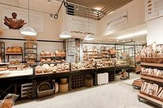 Eataly, a market-and-restaurant chain, has finally made its way to Chicago. Eataly Chicago is quickly becoming a Chicago favorite. Restaurants In Nyc, Restaurant Trends, Restaurant Design, Bakery Cafe, The Bakery, Bakery Shops, Bakery Design, Cafe Design, Cafeteria Vintage