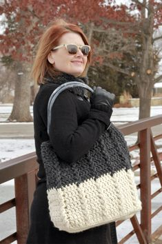 The Bewitching Braids Bag is a Free Crochet Pattern for a beautifully textured and simple large tote bag! Easy beginner cable stitch creates braided edges worked in the round for a simple and quick make with bulky yarn! Crochet Tote, Crochet Purses, Crochet Hooks, Free Crochet, Crochet Blouse, Chrochet, Irish Crochet, Easy Crochet, Braid Patterns
