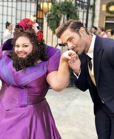 Kaela Seattle and Zac Efron in The Greatest Showman