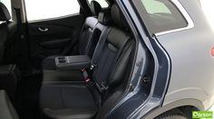 L'espace arrière est également généreux et surprendra les occupants qui y trouveront suffisamment de place pour leurs jambes.
