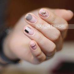 Pin by Fung Ming Cheung on nail Nail Art Designs, Uñas Diy, Minimalist Nails, Pretty Nail Art, Beautiful Nail Designs, Nail Manicure, Simple Nails, Love Nails, Nail Arts