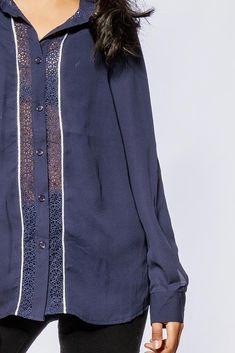 Dámska modrá košeľa s krajkou