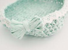 DIY Tutorial: Make a toolbox isolated on crochet fiber paper by DaWanda.com