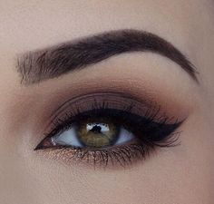 Chic Colored Eyeshadow Thick Winged Liner Eye Makeup