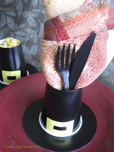 Pilgrims hat with napkin and utensils and one with popcorn for the kids table. Thanksgiving Place Cards, Thanksgiving Projects, Hosting Thanksgiving, Thanksgiving Table Settings, Thanksgiving Decorations, Table Decorations, Placecard Ideas, Kindergarten Thanksgiving, Cranberry Pie