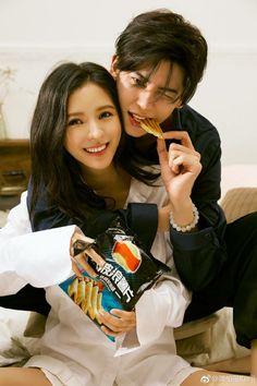 zhang yuxi and kenji chen Pre Wedding Poses, Pre Wedding Photoshoot, Couple Posing, Couple Shoot, Anime Couples, Cute Couples, Korean Couple Photoshoot, Pose Reference Photo, Ulzzang Couple