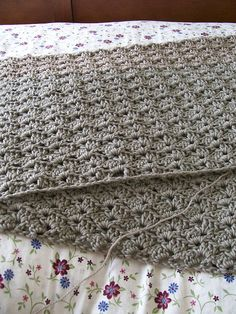 Pretty shell stitch afghan