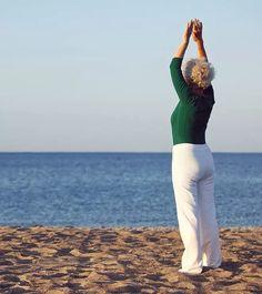 10 Effective Yoga Poses For Women Over 60 Beginner Yoga Workout, Gym Workout For Beginners, Fitness Workout For Women, Yoga Fitness, Yoga Poses For Sciatica, Easy Yoga Poses, Yoga For Weight Loss, Weight Gain, Yoga For Seniors