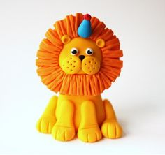 Fondant Lion Cake Topper -  Jungle by Les Pop Sweets on Gourmly