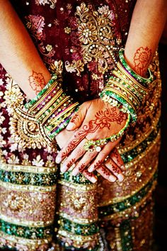 henna mehndi dulhan indian pakistani bollywood bride  desi wedding bangles churiyan