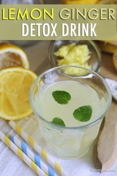 Sie brauchen für den Detox Drink ca. 1-2 Liter Wasser, dazu eine Zitrone in Scheiben geschnitten und eine kleine Knolle frischen Ingwer. Den Ingwer reiben Sie über eine Gemüsereibe in das Wasser rein, somit wird er intensiver. Am Besten trinken Sie ein Glas jeden Morgen direkt nach dem aufstehen bei Zimmertemperatur. Das kurbelt den Organismus an und hilft die Giftstoffe schneller auszuspülen. Bild & rezept von www.skinnyms.com