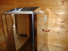 Bei dem Aufbau der Sauna wurde von den Monteuren nicht beachtet, daß die einzelnen Holzbohlen vorgebohrte Löcher haben, die durch die Holzbohlen gehen. Die Holzbohlen sind so zu montieren, das die Löcher durchgehend von oben bis unten sind. So wird bei der Verkabelung der Sauna oben und unten ein Loch in die Holzbohle gebohrt. Danach…
