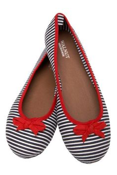 Love these!  If I hadn't already blown my shoe budget for the month, I'd grab these!