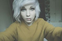I would love to have white hair <3