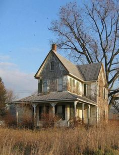 abandoned places This would truly be my dream house. To take an old farm house with a wrap around porch and restore it to its original beauty would be my idea of perfection! Abandoned Buildings, Abandoned Farm Houses, Abandoned Property, Old Farm Houses, Abandoned Mansions, Old Buildings, Abandoned Places, Abandoned Castles, Haunted Places
