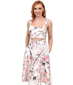 Unique Vintage Style Ivory Floral Lace Up Back Vivien Crop Top 1940s Outfits, 1940s Dresses, 1940s Fashion, Vintage Fashion, Rockabilly Fashion, Rockabilly Style, Fashion History, Unique Vintage, Floral Lace
