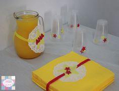 Mesa de salgados - pormenores - Decoração de jarra | copos   +INFO: mimeoseubebe@gmail.com ou mensagem privada   #mimeoseubebe #mime #festaslindas #kitfesta #decoração #festa #aniversáio #estrelas