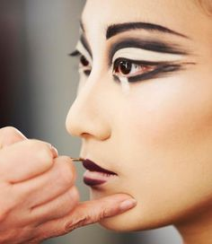 ♥¸.•.¸☮ . ¸.•*¨*•.♥¸.•*¨`*•..¸☮ makeup mania on facebook