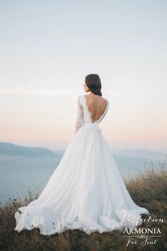 Стильное безкорсетное свадебное платье 'Perfection' с кружевными рукавами  | Свадебный салон ROMANCE