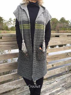 Best 12 Easy Crochet Tunic Vest, Women's Hooded Vest, Women's Crochet Sweater, Town & Country Tunic Vest, Si Poncho Au Crochet, Crochet Tunic Pattern, Easy Crochet, Crochet Vests, Crochet Patterns, Crochet Cape, Crochet Edgings, Shawl Patterns, Crochet Motif