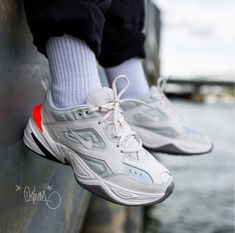 the latest c60a9 95d0a basket Nike Wmns Tekno blanche orange on feet