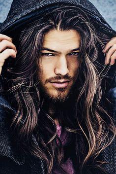 férfi hosszú haj know)