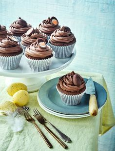 Looking for an indulgent Easter treat? Our Creme Egg chocolate fudge cupcake recipe is sure to delight children and adults alike Chocolate Fudge Cupcakes, Chocolate Recipes, Creme Egg Cake, Creme Eggs, Easter Cupcakes, Easter Recipes, Egg Recipes, Recipies, Cupcake Recipes