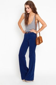 Nasty Gal Corduroy Flare Jeans in Blue Fashion Moda, Boho Fashion, Autumn Fashion, Fashion Outfits, Marlene Hose, Mode Cool, Woodstock Festival, Estilo Jeans, Casual Outfits