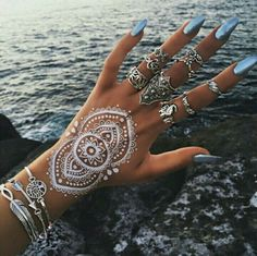6 Sheet White Henna Temporary Tattoo Stickers Henna Lace Tattoos for Women & Girls Designs Flash Tattoo for Vibe Music Festivals Bohemian or Wedding Bridal Henna Blanca, Sommer Tattoo, Hena, Hippie Nails, Hippie Nail Art, Bohemian Nails, Bohemian Jewelry, Henne Tattoo, Nail Effects