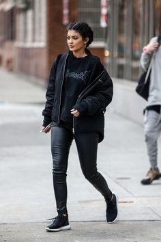 #KylieJenner #StreetFashion – Out In New York City http://www.thefashionstyles.com/2016/02/20/kylie-jenner-street-fashion-out-in-new-york-city/