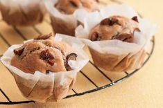 Na víkend: univerzální recept na muffiny   Apetitonline.cz Yummy Yummy, Ice Cream, Breakfast, Desserts, Food, No Churn Ice Cream, Morning Coffee, Tailgate Desserts, Deserts