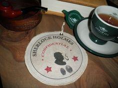 Textilní podšálek Sherlock Holmes