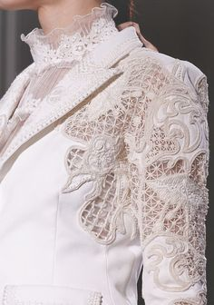 Found on perfumedelavie.tumblr.com via Tumblr  wink-smile-pout  Valentino Haute Couture Spring 2012 Details
