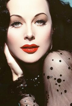 Hedy Lamarr stop being so beautiful!