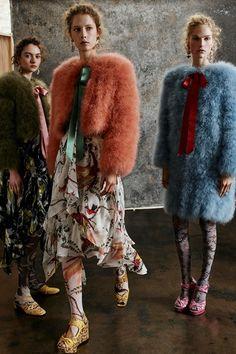 Guarda la sfilata di moda Erdem a Londra e scopri la collezione di abiti e  accessori 71067a33995