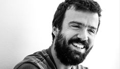 Miguel Araújo deja Os Azeitonas, banda de la que ha sido guitarrista principal compositor y letrista desde 2002. Lo anunció ayer con un emotivo comunicado.
