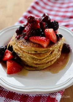 Slimming Eats American Style Pancakes - gluten free, dairy free, vegetarian, Slimming World and Weight Watchers friendly Slimming World Pancakes, Slimming World Desserts, Slimming World Breakfast, Slimming World Vegetarian Recipes, Slimming World Recipes, Breakfast Pancakes, Breakfast Recipes, Vegan Pancakes, Pancake Recipes