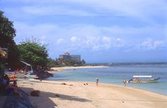 The Sunrise Beach Sanur Bali Vacation Places, Best Vacations, Vacation Ideas, Sanur Beach Bali, Mankato Minnesota, Indiana Beach, Green Valley, Game Boy, Whale Watching