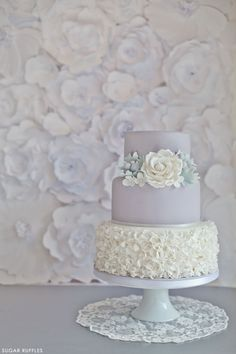 Tartas de boda - Wedding Cake - Dove Grey Wedding Cake with beautiful textured backdrop Beautiful Wedding Cakes, Gorgeous Cakes, Pretty Cakes, Elegant Wedding, Bolo Floral, Floral Cake, Bolo Cake, Wedding Cake Inspiration, Wedding Ideas