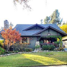 "Dan Lonergan on Instagram: ""#southpasadena #southpas #pasadena #historicpasadena #craftsmanhome #craftsmanhouse #craftsmanarchitecture #californiabungalow…"" California Bungalow, Exterior Design, Craftsman, Dan, Architecture, House Styles, Instagram, Home Decor, Artisan"